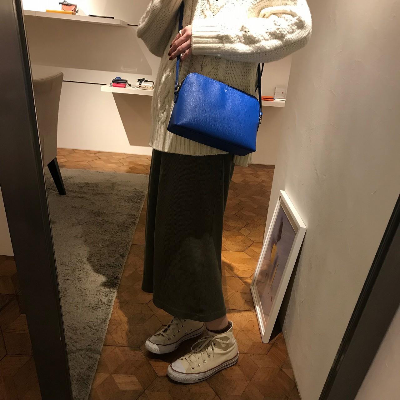 流行の「小さめ」バッグ