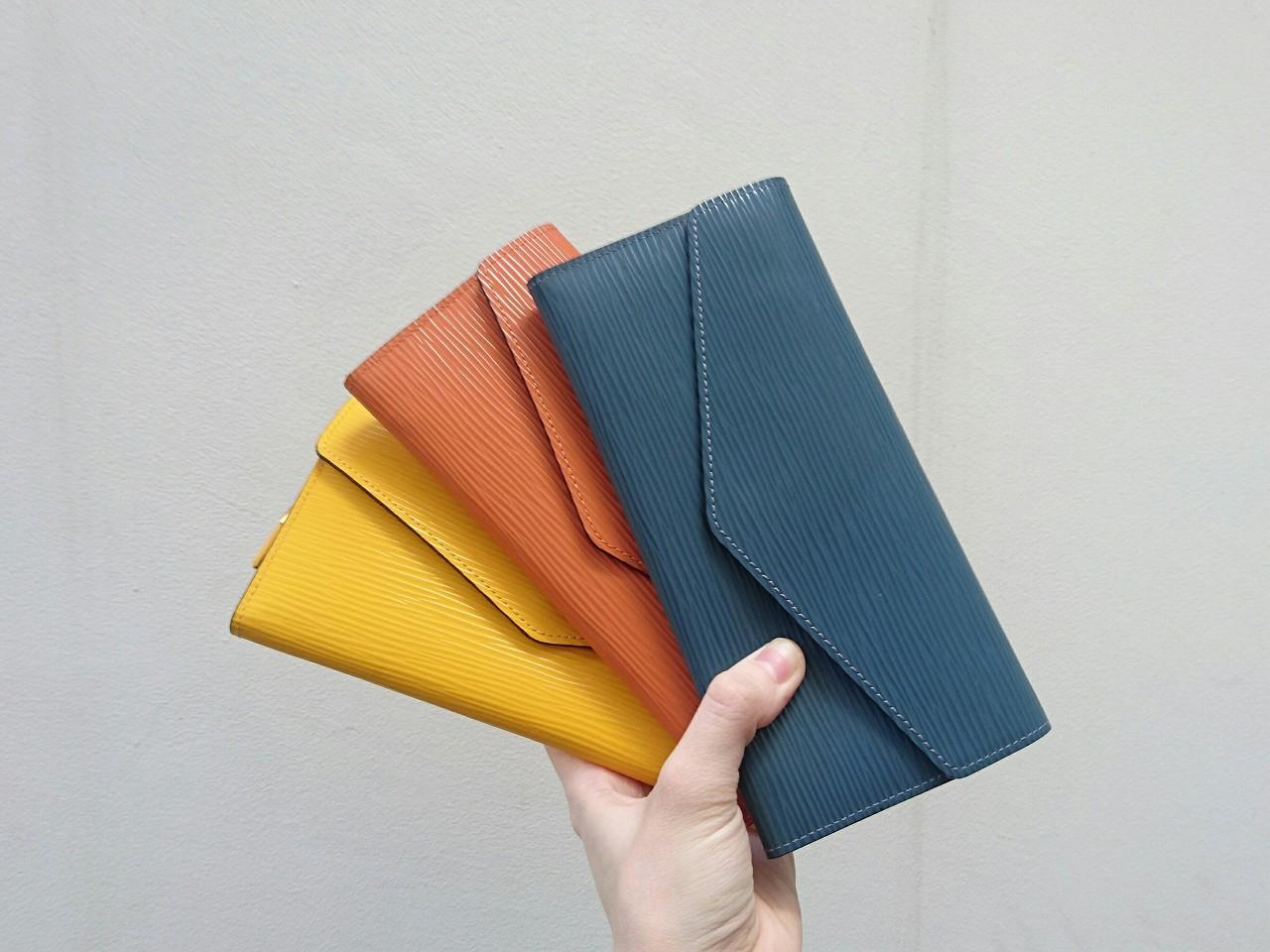 オリオンとタイルの長財布