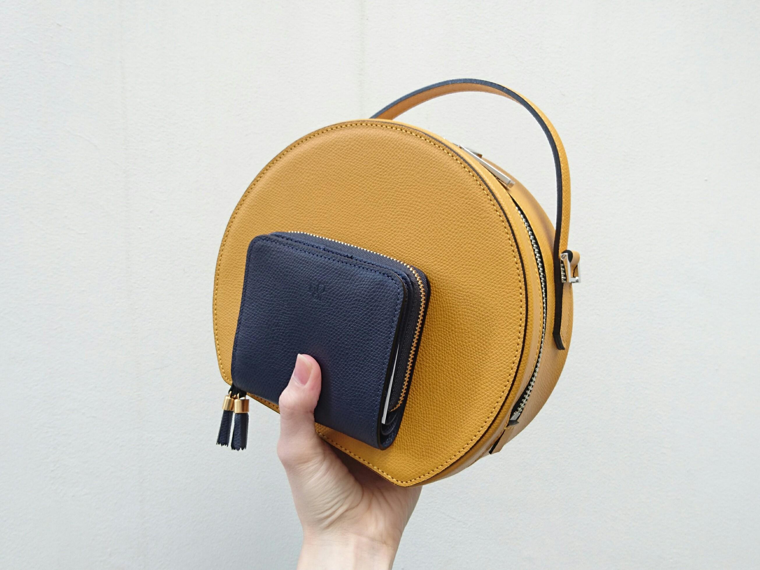 バッグと折り財布の組み合わせ