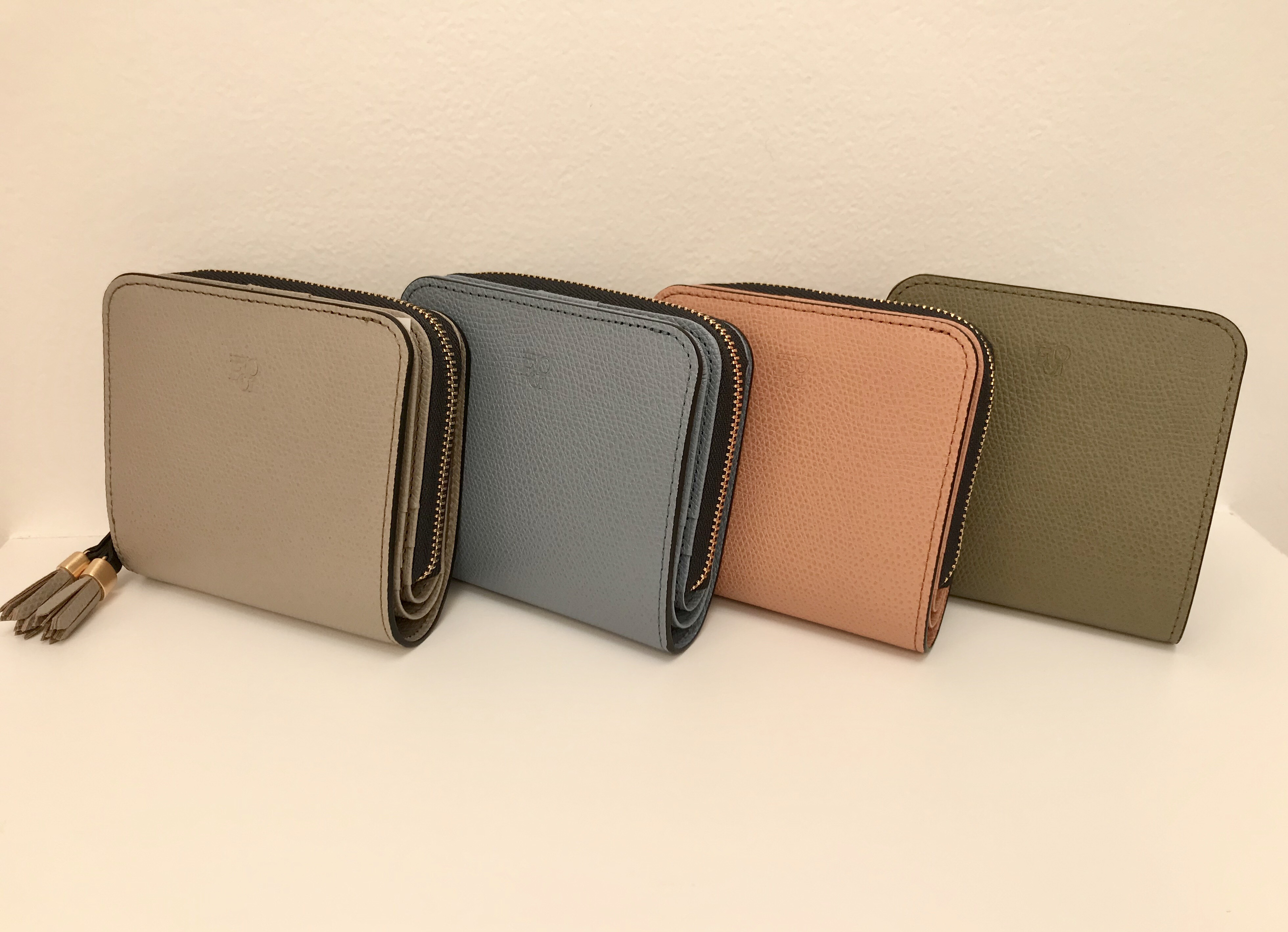 絶妙 ニュアンスカラーの折り財布