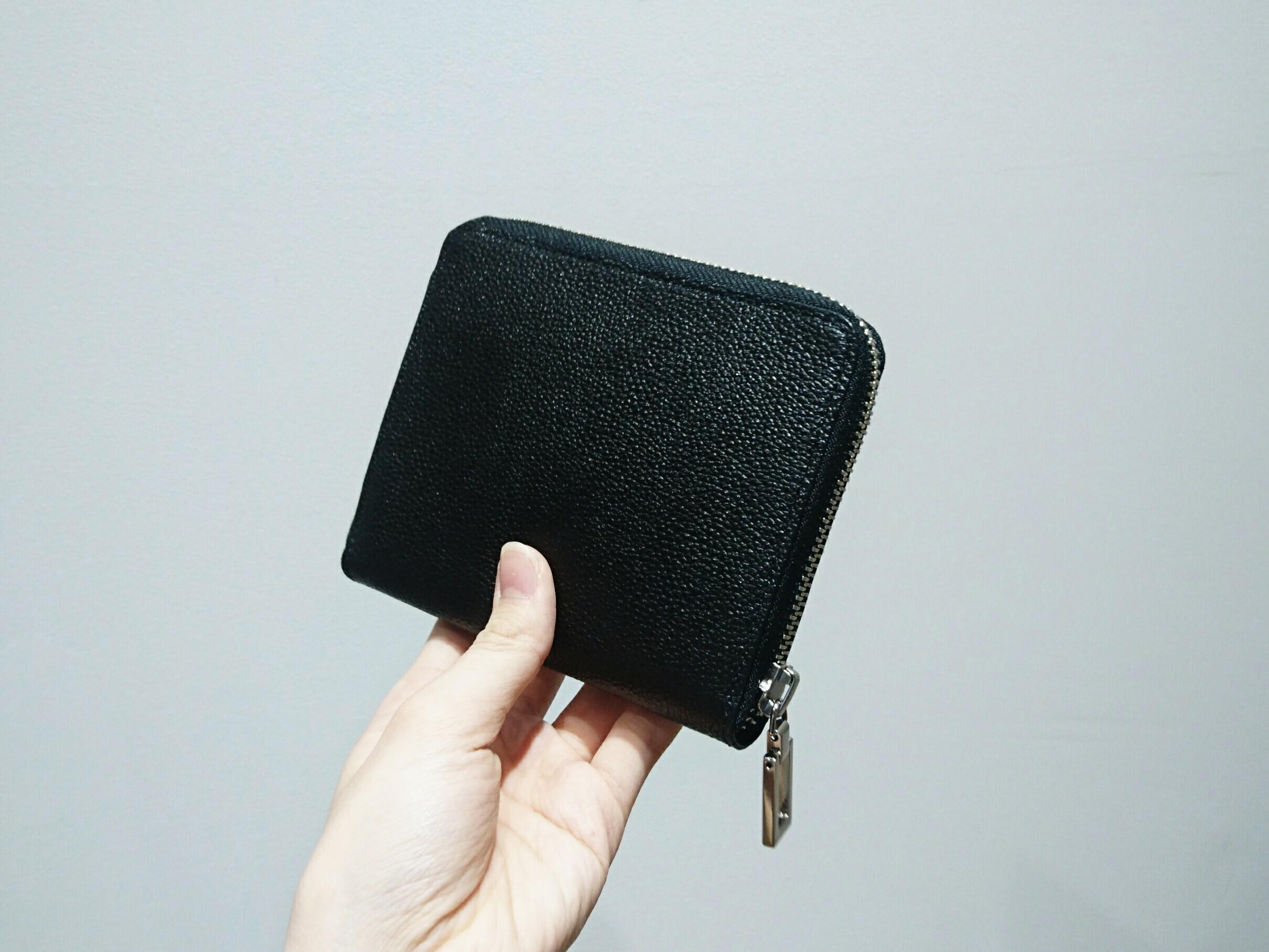ファスナータイプの折り財布