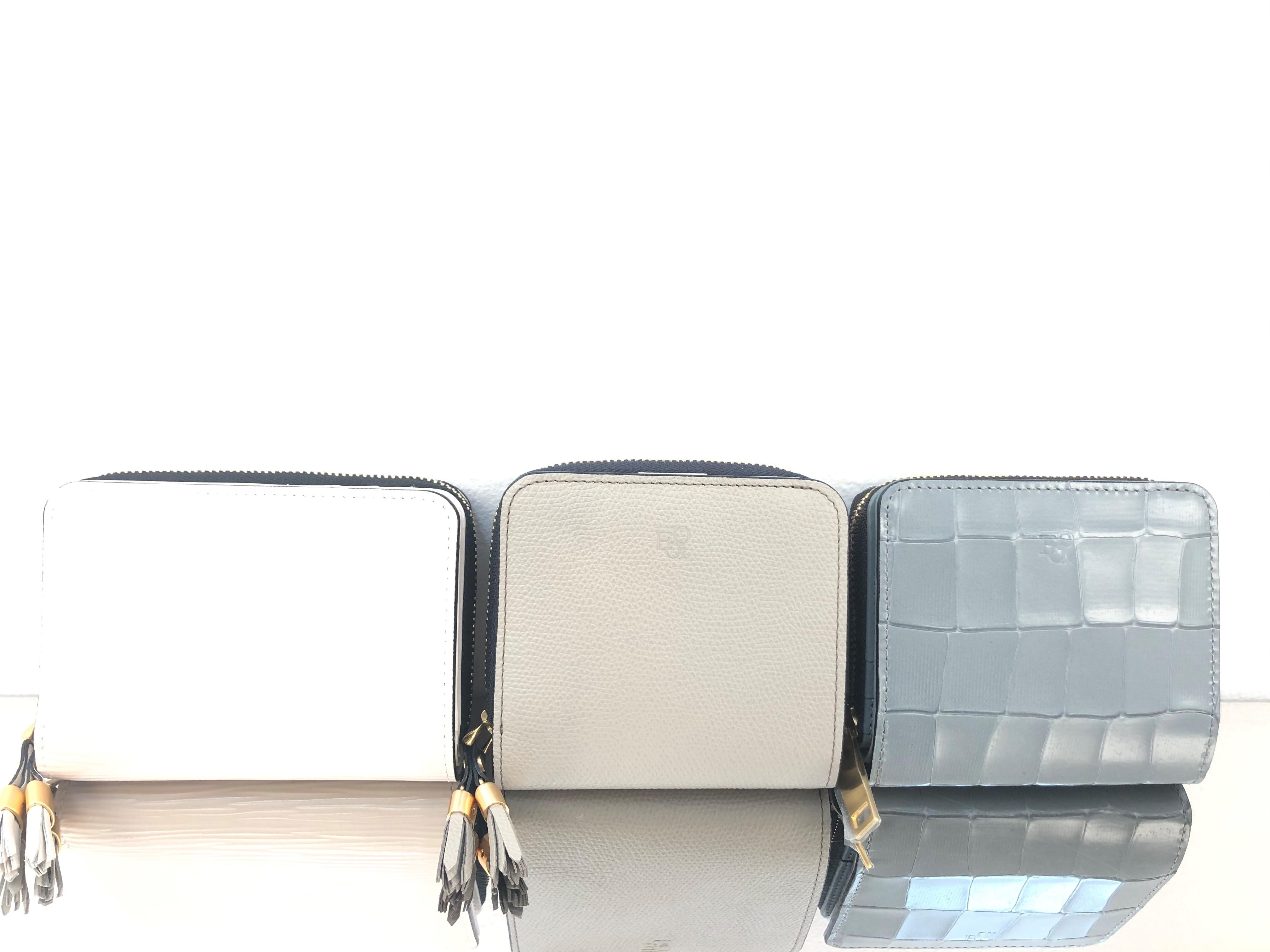ラウンドファスナー二つ折り財布のご紹介