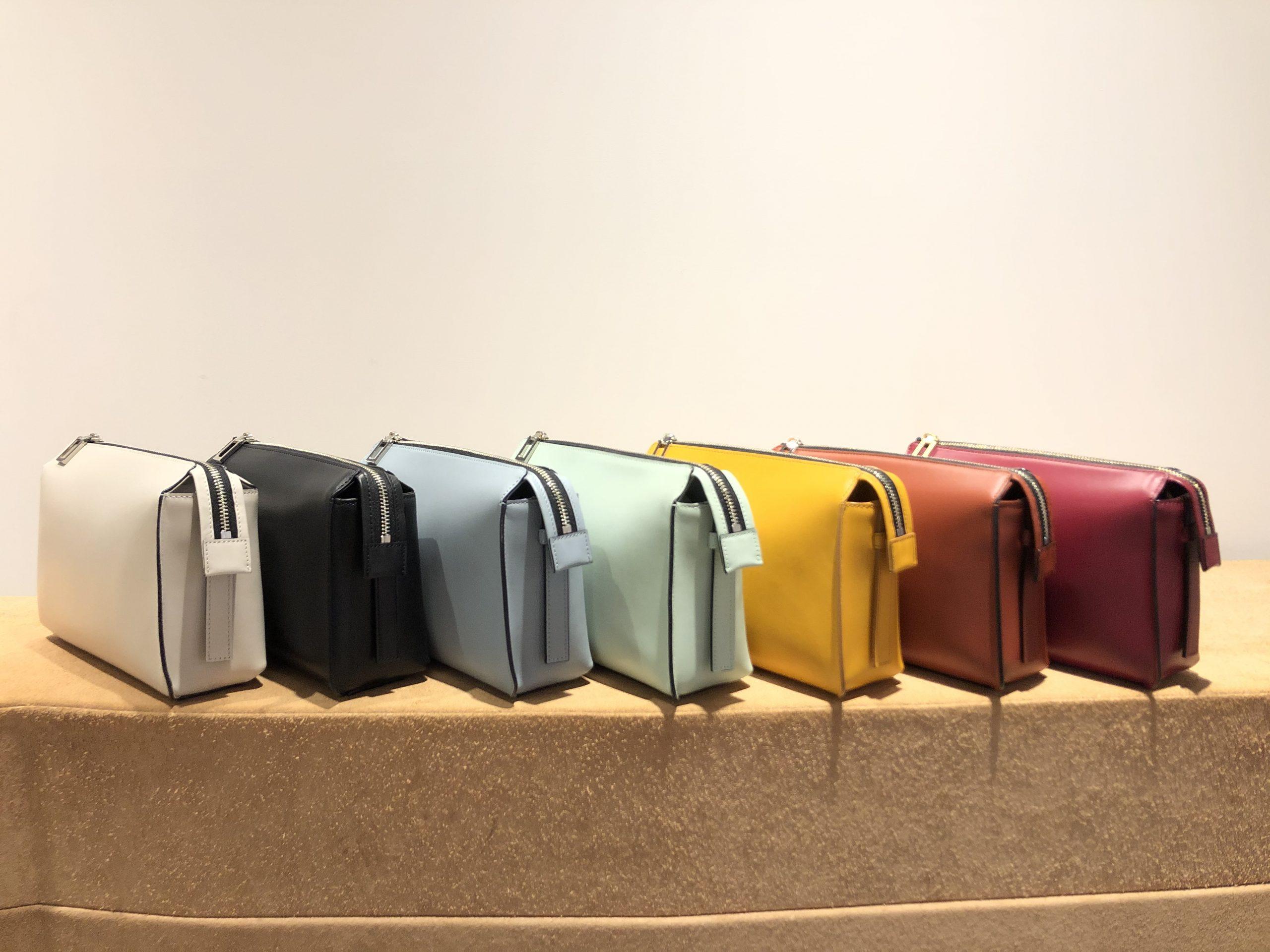 それぞれのカラーで印象が変わるバッグ