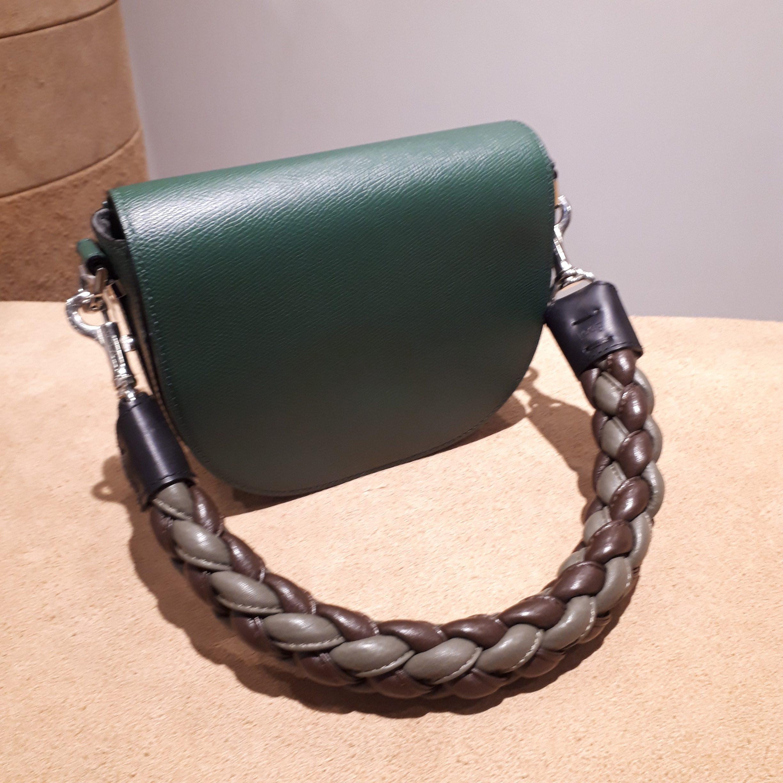 いつも使っているバッグの雰囲気をチェンジ!バッグストラップのご紹介