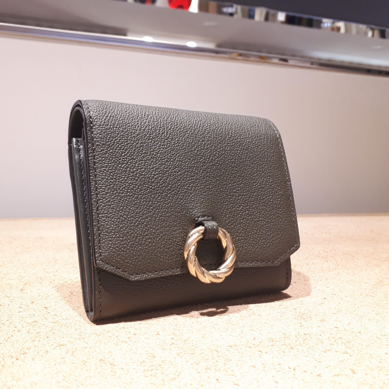 二つ折り財布にカードを沢山入れたいという方にお薦めなお財布