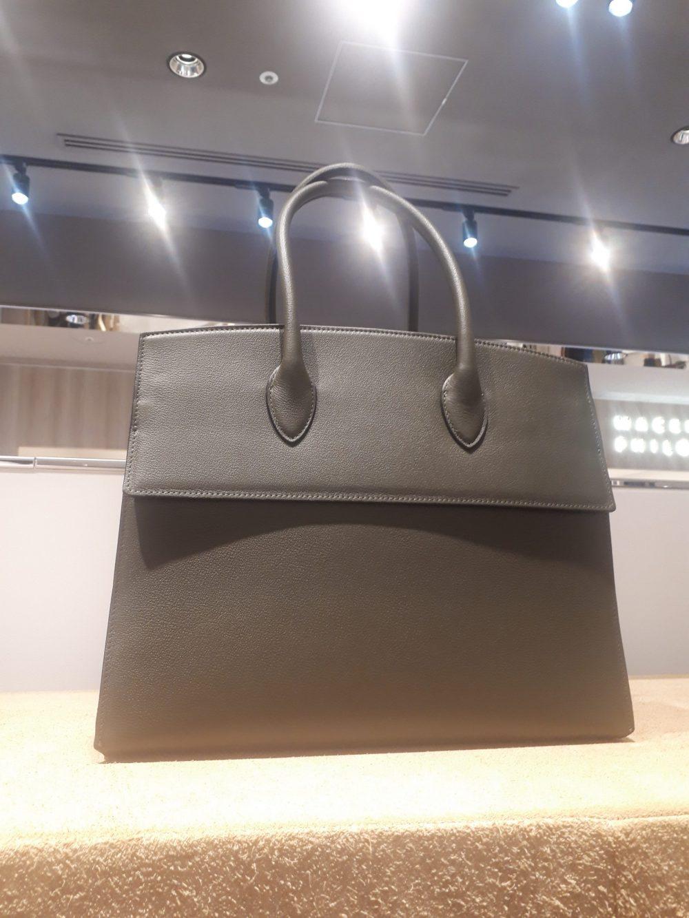 お仕事バッグはかっちりと決めて、カッコいい女性に!