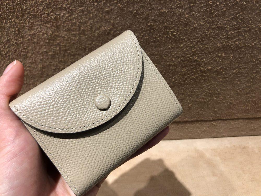 くるみボタンが可愛いミニ財布