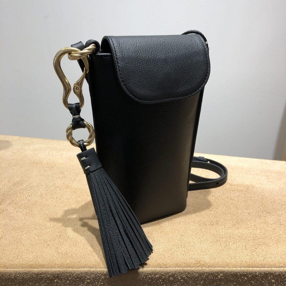 貴重品だけを見に付けるミニバッグのご紹介